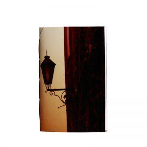 laisse toi guider par sa lanterne pour trouver le bon chemin vers ton bonheur. Un carnet qui te veut du bien