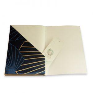 six pochettes à l'intérieur pour glisser tous ses papiers volants