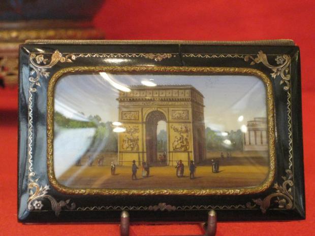l'arc de triomphe en vedette du carnet de bal d'une probable parisienne