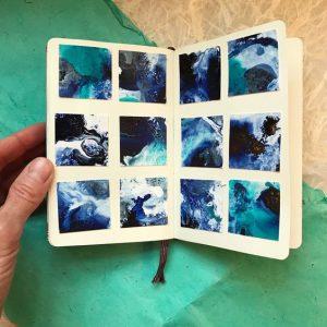 un composition en carrés très original. Mix de peinture et de collage