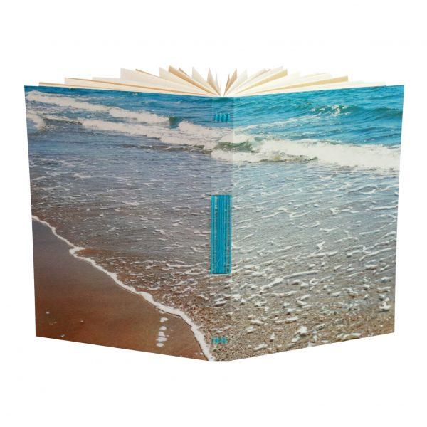 un carnet pour toutes les nostalgiques de l'été, celle qui dessinent tous les paysages de mer qu'elles trouvent sur leur chemin
