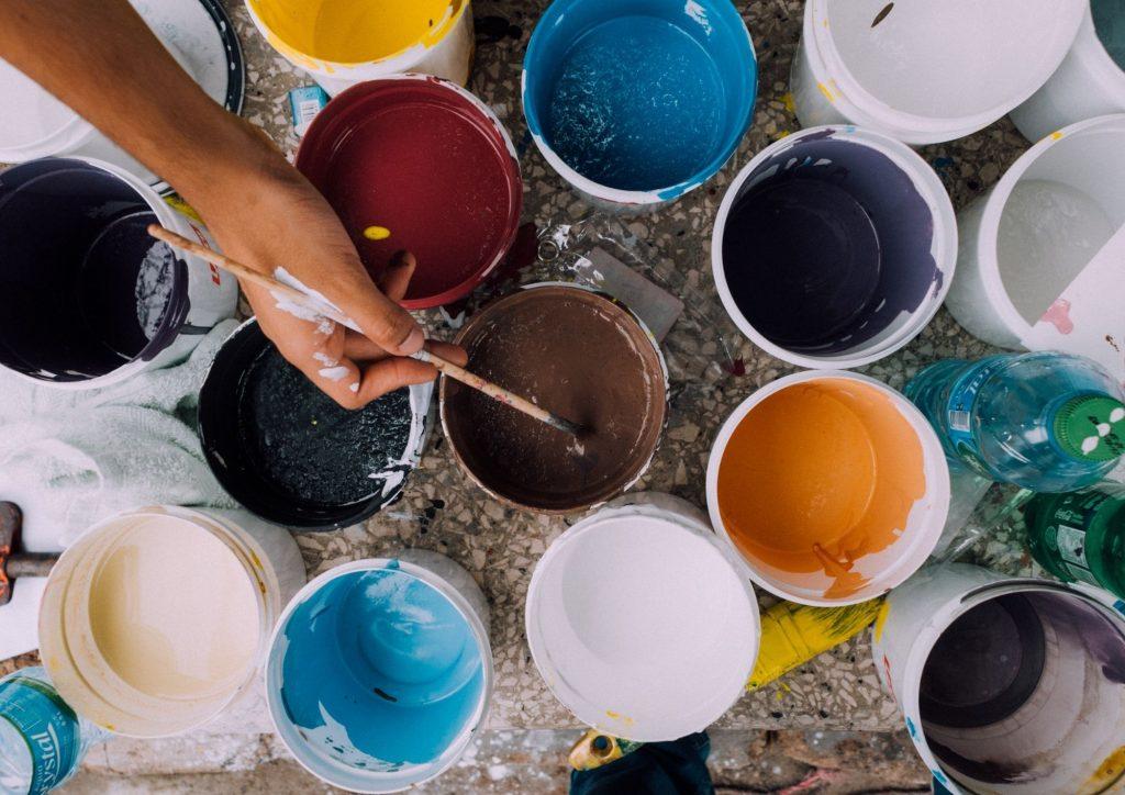 activités créatives pendant ses vacances - peinture