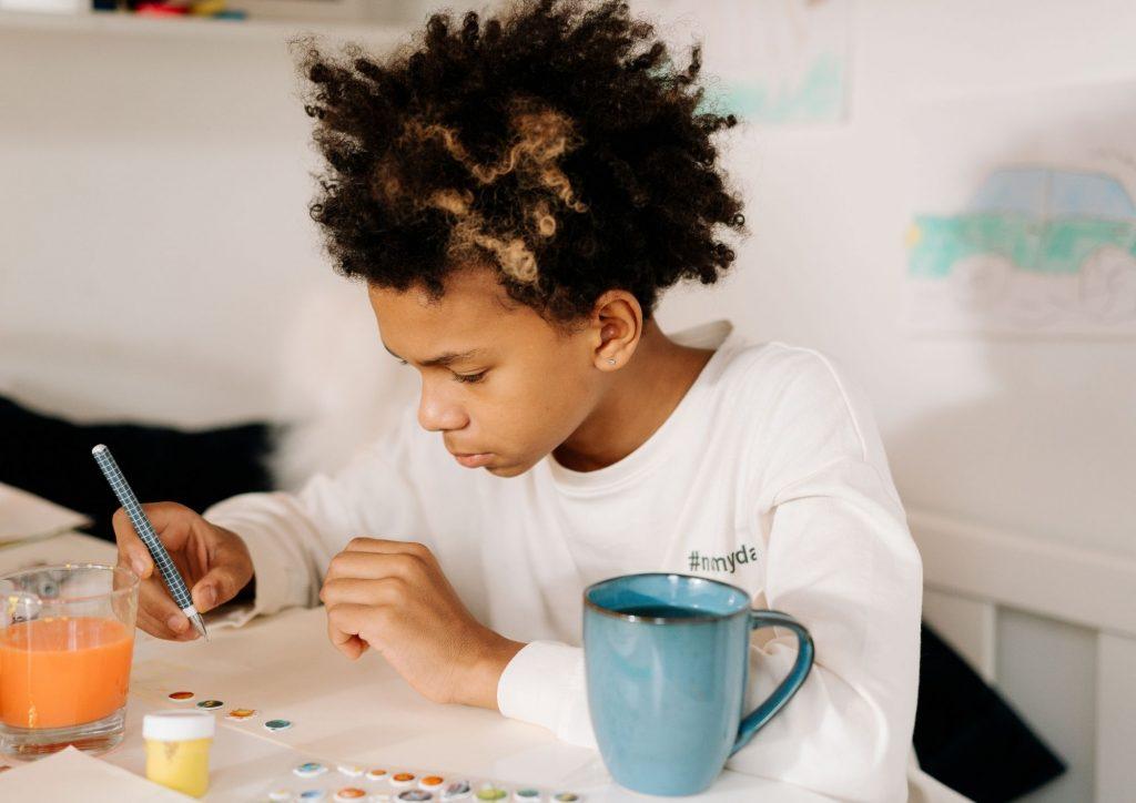 se reconnecter à son enfant créatif